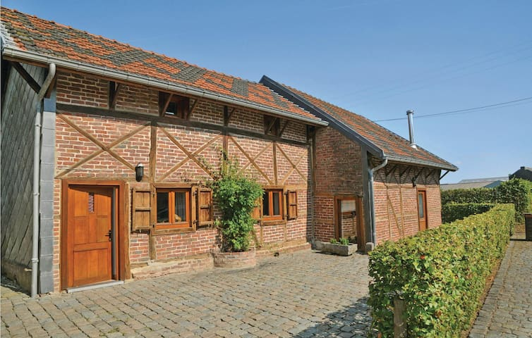 Holiday cottage with 3 bedrooms on 100 m² in Somme-Leuze