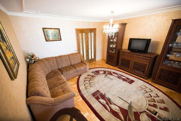 3 room apartments on Tychyny Str. 10 min. to Rynok
