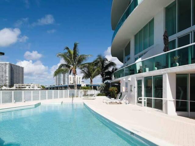 Miami Beach Loft on the water