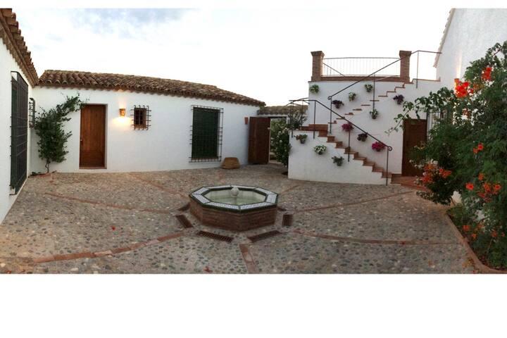 Cortijo andaluz con piscina en Baza, Granada