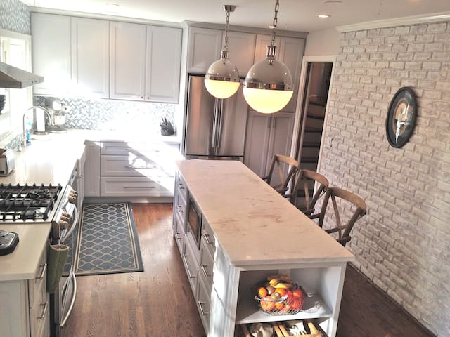 Beautiful 4br/3.5ba home on Chicago's Northshore - Northbrook - บ้าน
