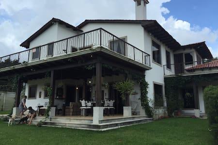 Spanish Colonial Estate Home - Ciutat de Guatemala - Casa