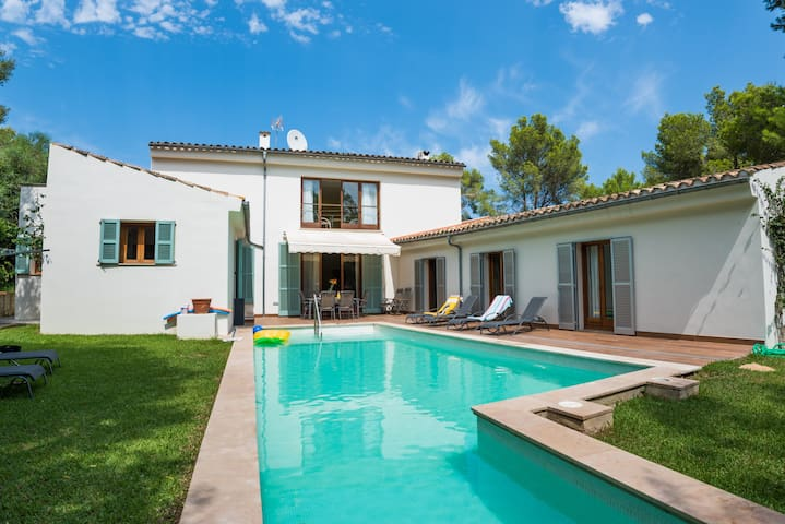 Villa with private pool and near P.Pollença beach