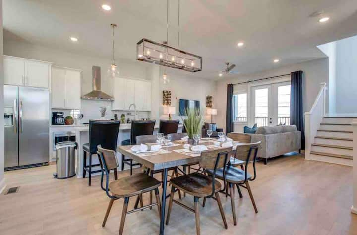 Charming Downtown Home/13 Beds/2nd Home Option