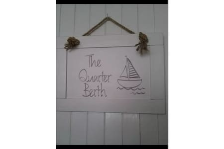 The Quarter Berth. Stylish apartment with parking. - Torquay - Byt