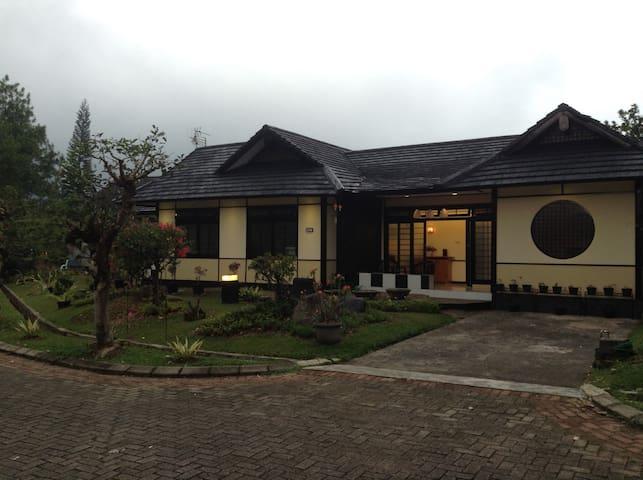 Designer Villa Osaka, Kota Bunga Puncak