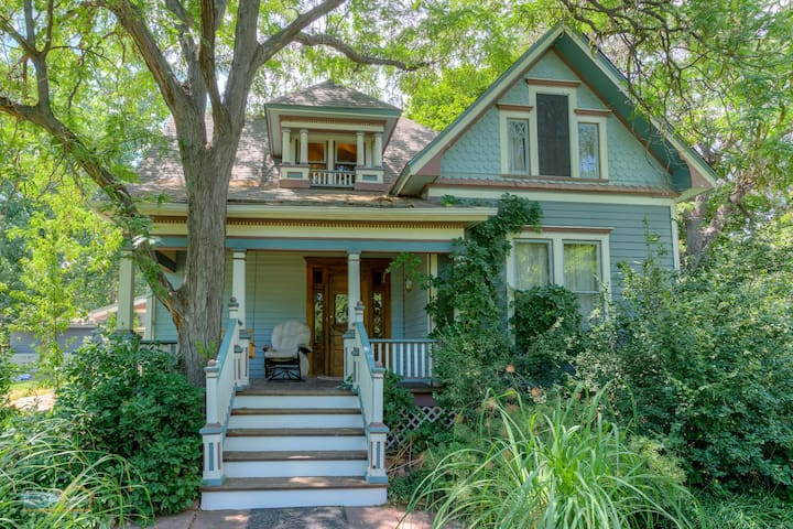 Historic Victorian Charmer  -  Walk to Foothills