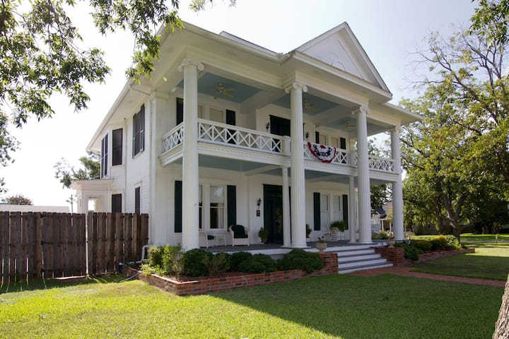 Pecan Manor B & B in Taylor TX