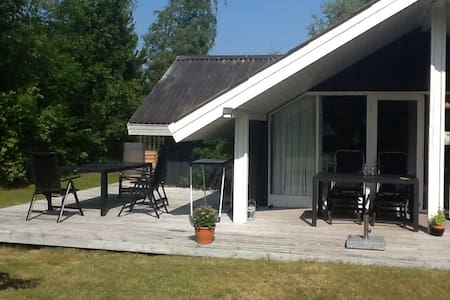 Great summer cottage near the beach - Højby