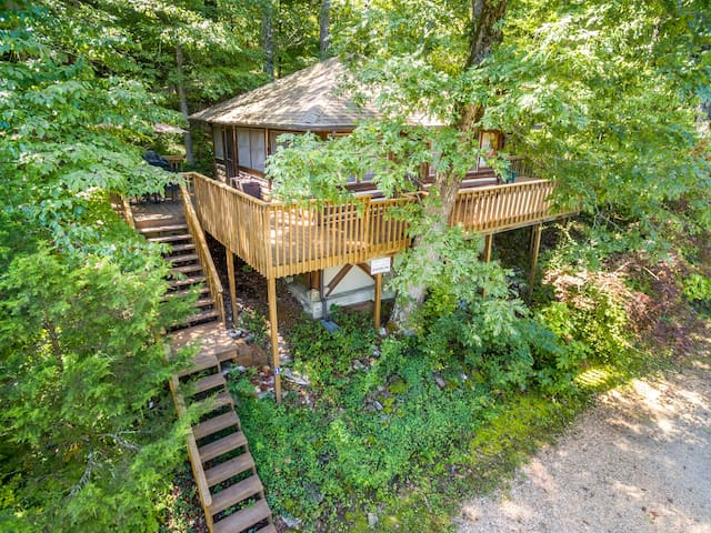 Lake Lucerne 1930s Treehouse Cabin - Lake Front, Amazing View, Large Decks, Authentic Architecture
