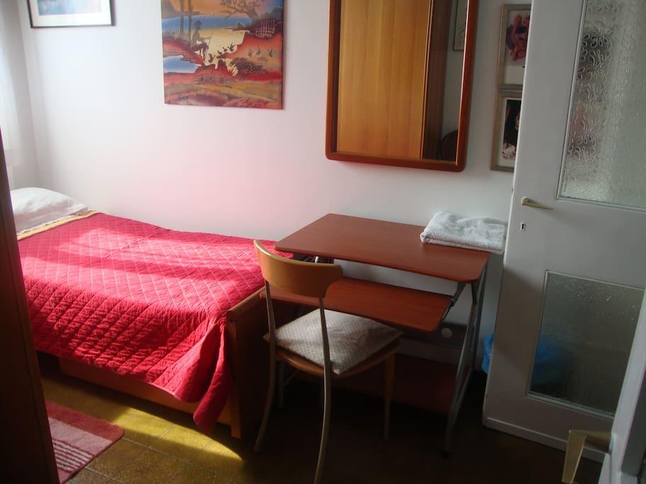 il letto e la scrivania