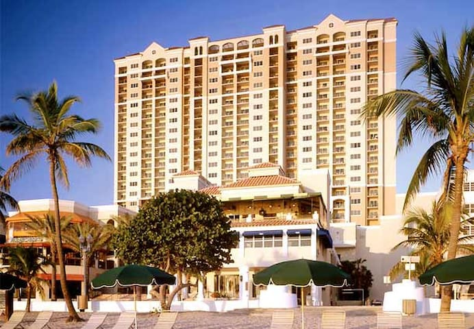 GORGEOUS BEACHFRONT TIMESHARE!! - Fort Lauderdale - Appartement