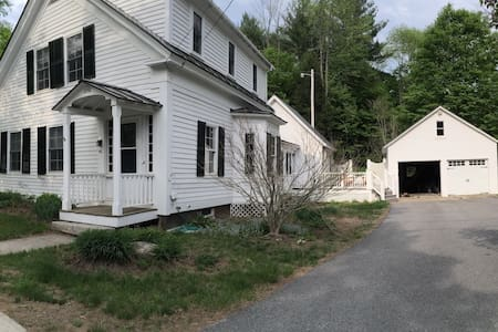 Charming 2 Bedroom Private Suite + Bath - Newfane