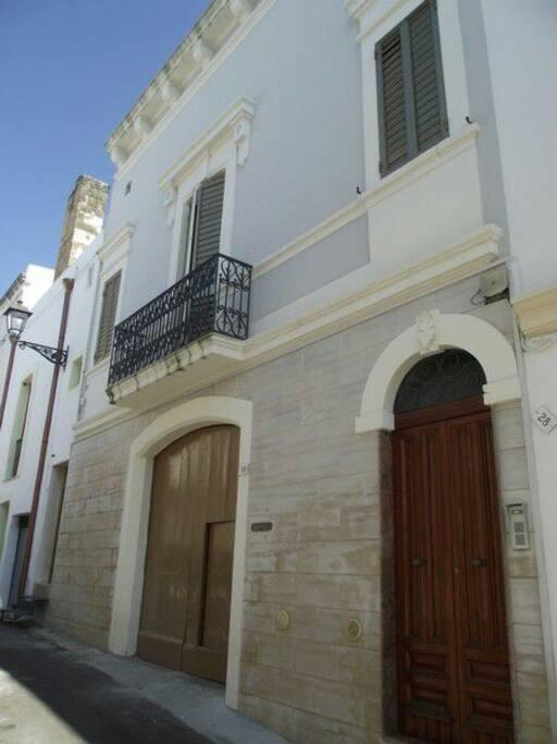 Monolocale 5 - vista ingresso e balconcino