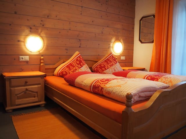 """""""Dorfgassl"""" - Innsbruck Land - Bed & Breakfast"""