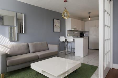 Trendy apartment 2 block from beach - Huoneisto