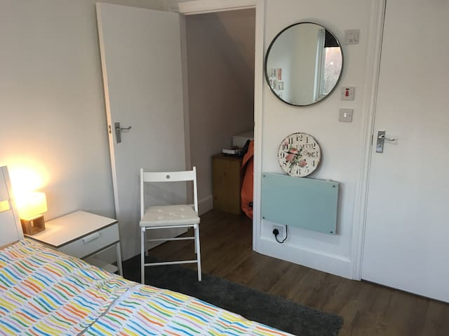Cozy loft flat in Brent Cross London
