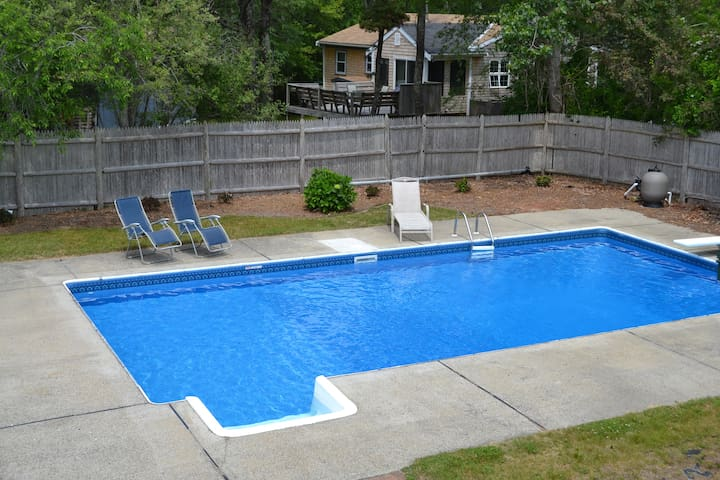 5 bed w/ Heated Pool, AC, Pet-Friendly