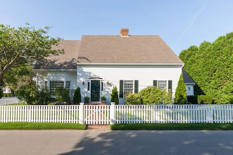 Cottage St. Beauty--In Town and Close To Beaches