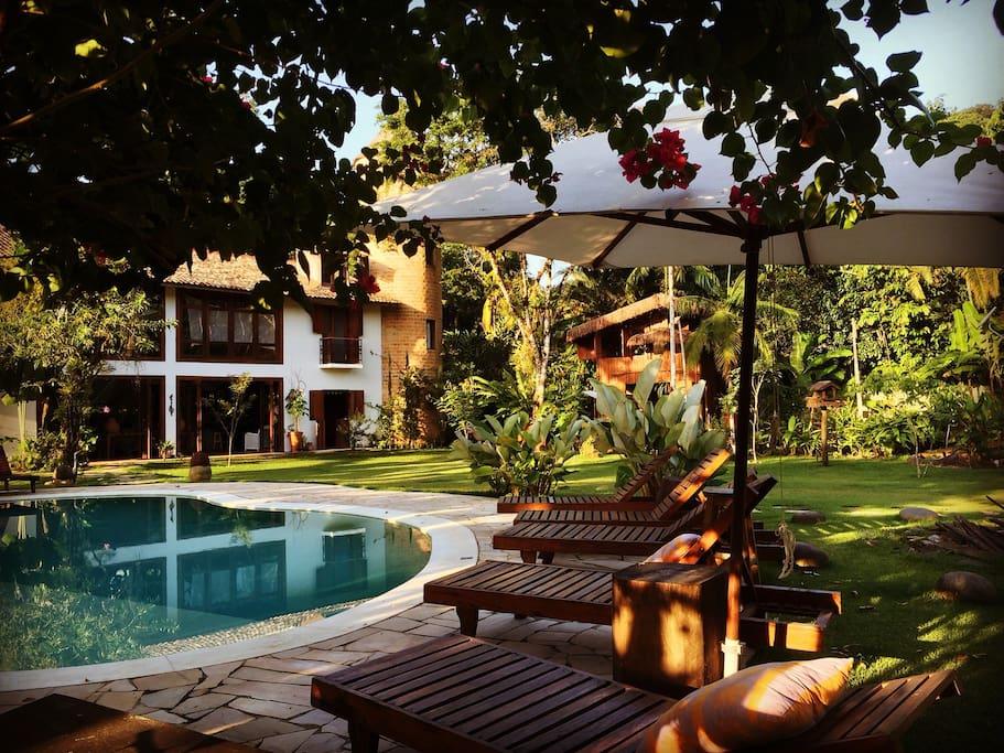Jardim e piscina / Garden and swimming pool
