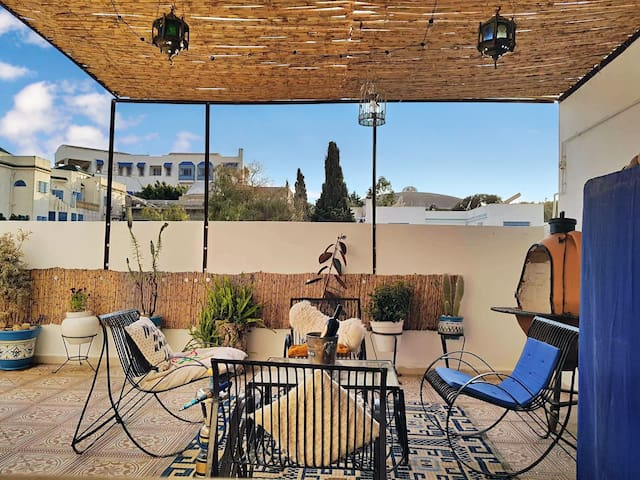 Live Like a Tunisian Apt With a Terrace