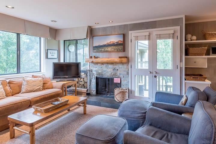 New Listing! Remodeled Condo Near Historic Sun Valley Lodge and Ice Rink   | 3 Bedroom, 3 Bathroom