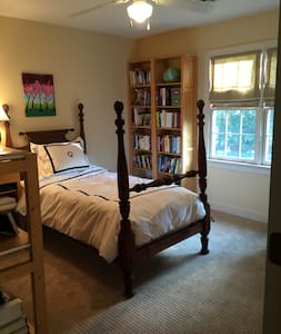 Bedroom in single family home - Midlothian