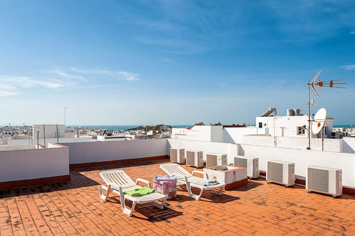 Air-Conditioned Apartment in Great Location with Rooftop Terrace and Wi-Fi; Pets Allowed