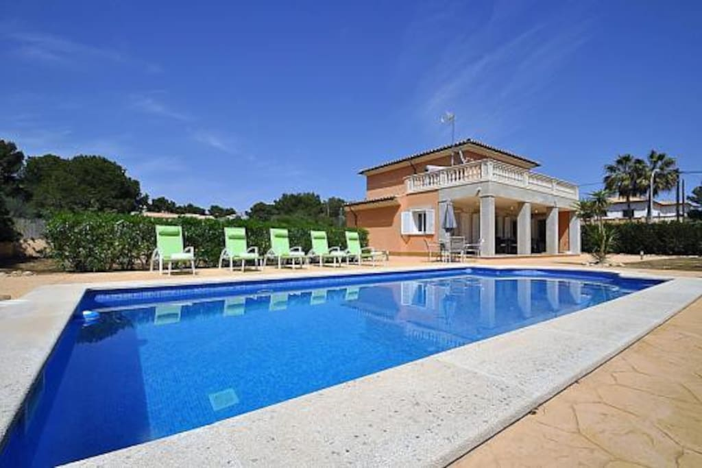 Villa for 8 people with pool in cala pi villas louer for Piscines illes