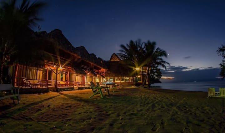 Paraíso en el lago de Izabal. Hotel Bahía Guapinol