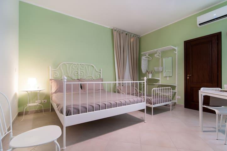 Sofocle (SENSITIVE CONTENTS HIDDEN)TeatroGreco - Siracusa - Apartment