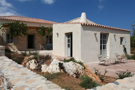 Trifilianika Stone House at Kythira - Nisi