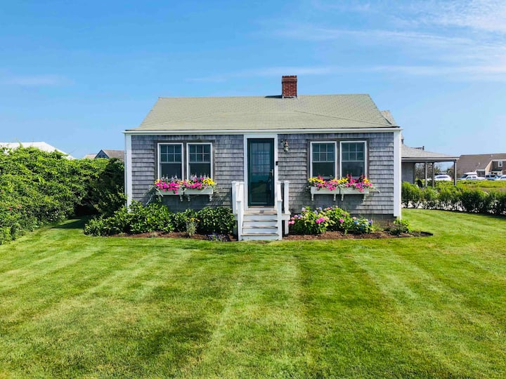 Charming Seaside Cottage at Madaket Beach!