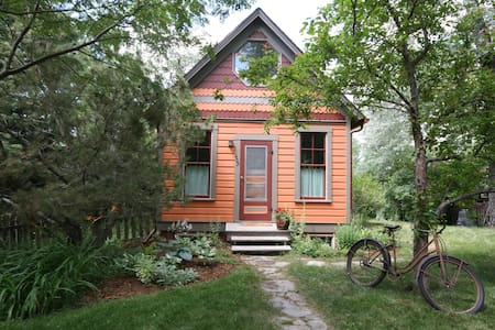 Orange Cottage A GO-GO