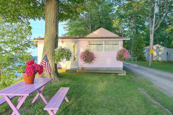 Lakeside Dollhouse, 180' Waterfront