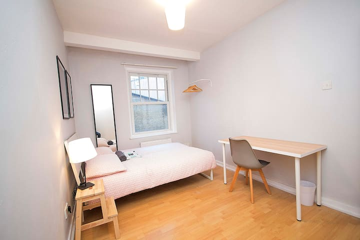 HS3-1 Premium Location in Heart of Brick Lane!