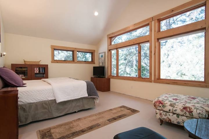 Master Suite with Golf Course Views - Tahoe Vista - Hus