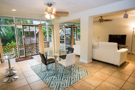 *Walk to Beach from Private Oasis!* - Seminole