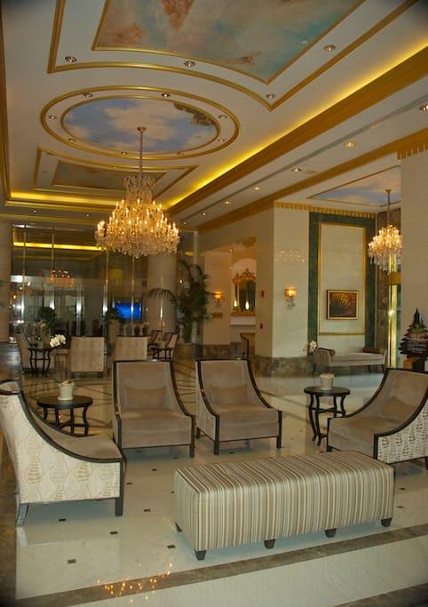 Royal Garden at Waikiki lobby