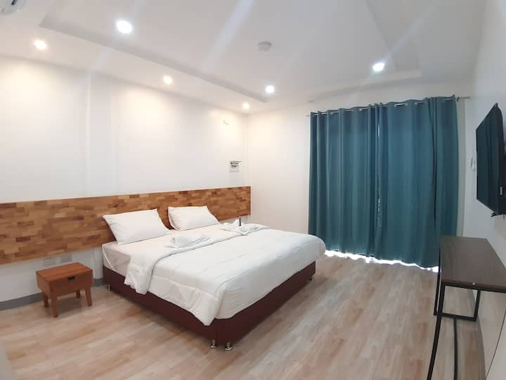 Chinita King Size Bed Deluxe Room & Swimming Pool