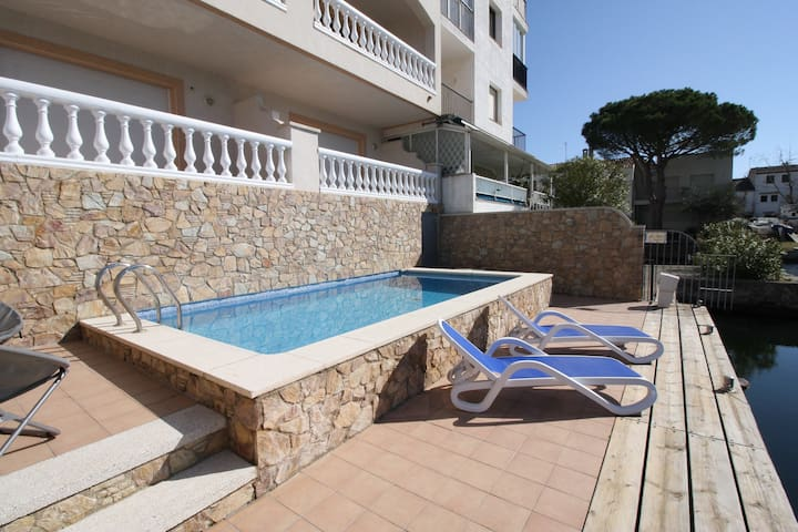 Luxury apartment -perfect for couples- with pool - Empuriabrava - Byt