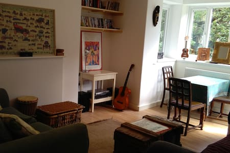 Cosy and bright Peckham Rye flat - London