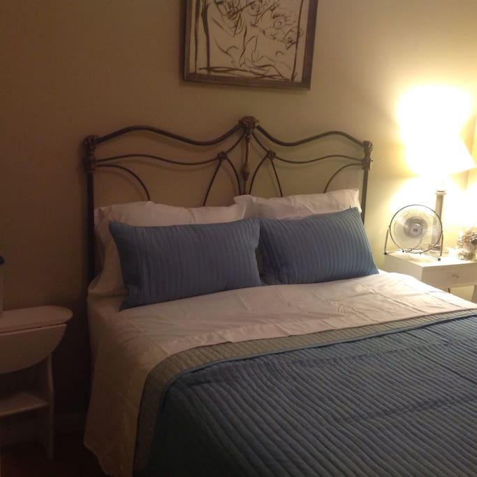 Private Room Queen Bed
