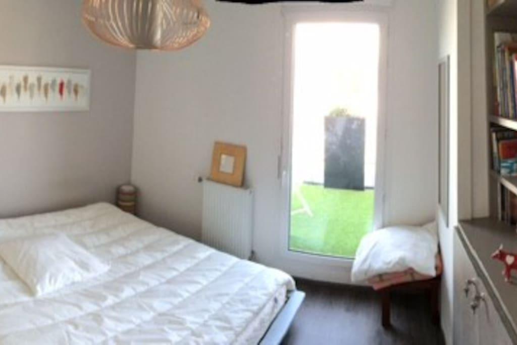 Une chambre avec accès terrasse 100 m2.