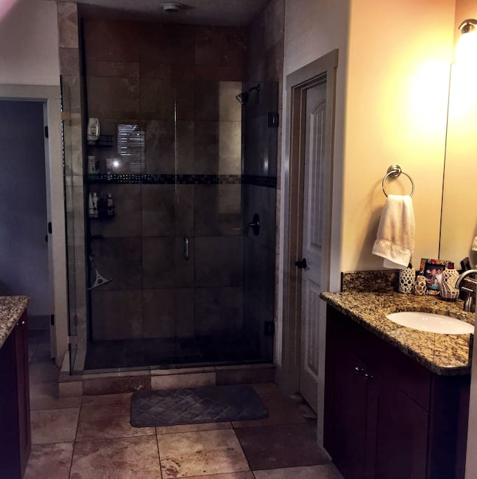 Though it is made for 2 this bathroom can easily accomodate many more.