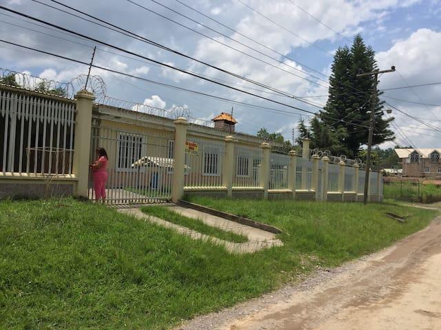 Se alquila casa