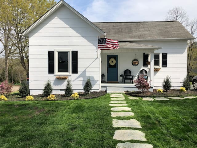 Southern Charm - Historic 2 bed 1 bath in Hickory