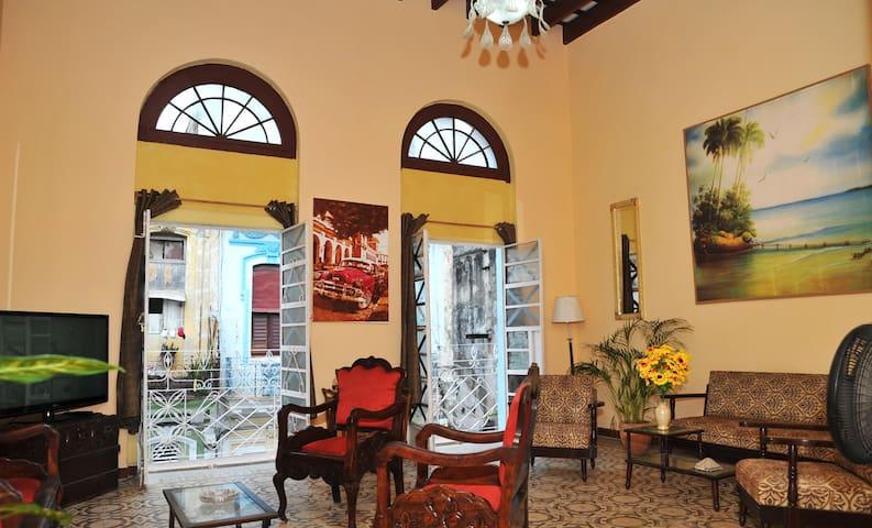 Casa colonial manrique en habana centro appartamenti in for Case in affitto ad amsterdam centro