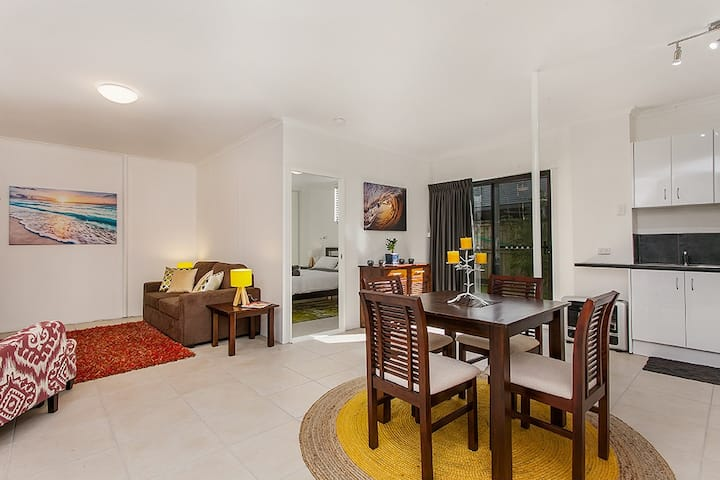 San Sabai Apartment 100m to beach.