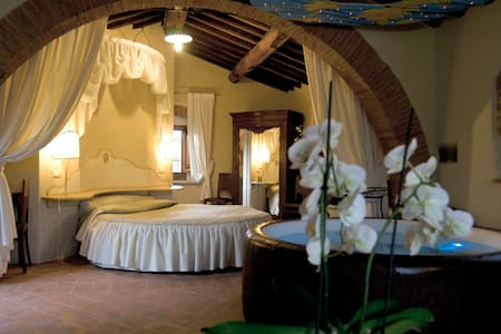 Tuscany gateway - suite with spa - Anghiari - Aamiaismajoitus